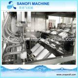 Разлитое по бутылкам машинное оборудование продукции питьевой воды заполняя 5 галлонов воды в бутылках