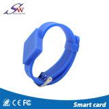 Bracelet réglable de silicones d'IDENTIFICATION RF avec la puce facultative