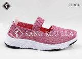 方法女性および子供の織り方の歩く余暇の靴