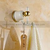 Accessori verniciati bianchi della stanza da bagno