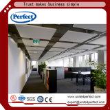 Plafond acoustique de /Suspended de cloison de plafond de fibre de verre de matériaux de décoration
