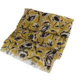 A forma imprimiu o lenço misturado para mulheres
