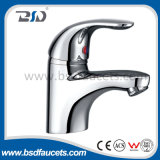 Singolo rubinetto del miscelatore del dispersore della stanza da bagno della cucina della parte girevole della maniglia del bicromato di potassio d'ottone