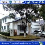 Chalet de acero ligero prefabricado favorable al medio ambiente con poco carbono del panel de emparedado y de la estructura de acero ligera
