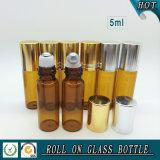 roulis 5ml en verre ambre sur la bouteille avec la boule de commande de chapeau et en métal d'or