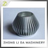 円形アルミニウム冷たい鍛造材LEDの球根脱熱器
