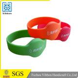 2016 bracelets faits sur commande d'IDENTIFICATION RF de tissu avec le dispositif de fixation remplaçable pour l'événement