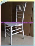 Uma peça monobloco de resina branca Cadeira de Chiávari