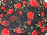 A mão faz a tela do laço da rede da chegada de Newet do bordado de 3 D Rosa para o vestido