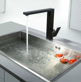 Singolo rubinetto quadrato della cucina del nero della parte girevole della leva