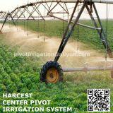 Wasser, das Mittelgelenk-Bewässerungssystem-Gerät mit Enden-Gewehr besprüht
