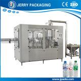 Agua potable automático de la botella de jugo de la arandela de embotellado taponadora de llenado de la máquina