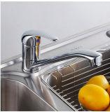 Golpecito de cobre amarillo económico del grifo de la cocina del fregadero de la sola palanca