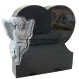 花こう岩の天使のスペインのヨーロッパ式の黒い墓碑