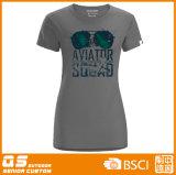 여자의 형식 운영하는 t-셔츠