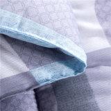 安い価格によってキルトにされるポリエステル寝具の慰める人の羽毛布団