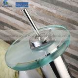 Le robinet du bassin traditionnel avec filigrane approuvé pour la salle de bains