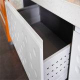 N & L bianco lucido con poco armadietto arancione della cucina