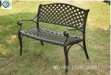 古典的な粉の上塗を施してある黒い鋳造アルミの庭のテラスのベンチ