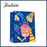 ショッピングギフトの紙袋を詰める誕生会Candelsおよび装飾