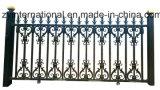 鉄の細工したゲートの塀か庭の塀