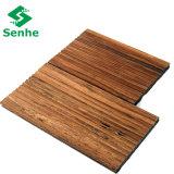 Suelo de bambú al aire libre del entarimado con el bambú tejido hilo