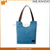 キルトにされる大きい女性は週末の買物客の戦闘状況表示板デザイナー袋のハンドバッグを冷却する