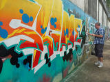[فمل] فوّهة [متّ] لون كتابة على الجدران