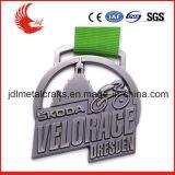 La vente directe d'usine a percé des médailles avec le cadre bon marché de médaille