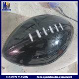 花こう岩の球が付いているラグビーのジャージーのカスタマイズされた黒い墓石