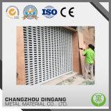 Produit en aluminium enduit d'une première couche de peinture utilisé pour la porte d'obturateur de rouleau