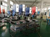 La máquina soldadora de ultrasonidos para material plástico
