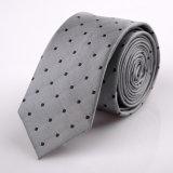 Hundrendの方法デザインによって編まれるネクタイ