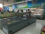 Geladeira comercial de produtos congelados e congeladores na ilha de exibição