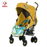 Facile piegare l'automobile gialla dell'ombrello del bambino