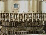 صغيرة زجاجة [سوغر جويس] حارّ يملأ يغطّي آلة