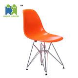 中国の新しいデザイン多彩な使用できる鋼鉄足のプラスチック食事の椅子