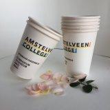 Weißer normaler Wegwerfkaffee-Papiercup