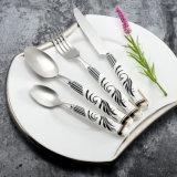 De Reeks van het Tafelgereedschap van het Handvat van het Porselein van de goede Kwaliteit, het Zilveren Bestek van het Hotel