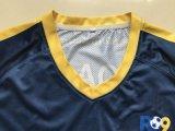 カスタム大人のサッカーのジャージーの一定のユニフォーム、卸売のフルセットのサッカーのユニフォーム