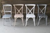 Cadeiras de madeira da parte traseira da cruz da remoção de ervas daninhas do banquete em 2016