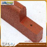Pavimentazione di gomma esterna, bordo di gomma. Riciclare le mattonelle di gomma