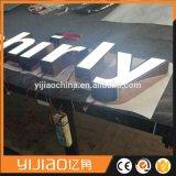 Fábrica LED que hace publicidad de muestras hechas a mano de encargo del frente LED del almacén de la carta de canal de las señalizaciones LED