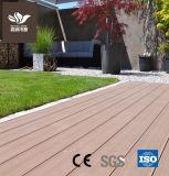 O WPC exterior de madeira plástica Deck pavimento sólido