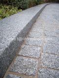 밝은 회색 색깔 포석 입방체 돌 연석 돌
