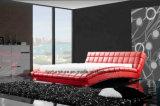 現代振られた形の調度品の革柔らかい記憶のベッド