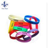 2017 concevoir le bracelet imperméable à l'eau de PVC de logo pour l'usager