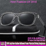 5016便のNew Fashion Hollowed Frame分極される女性サングラスを運転する