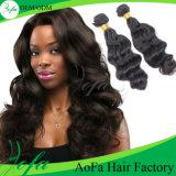 Capelli umani dei capelli di 100% di estensione dell'onda brasiliana non trattata del corpo