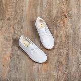 柔らかい唯一の革赤ん坊の幼児幼児は子供のギフト牛白の靴をからかう